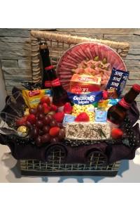 cesta de aperitivos e vinho